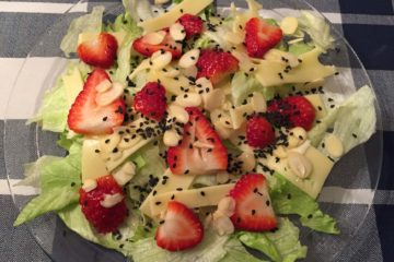 Strawberry salad, vegan recipe